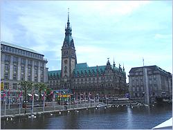Hamburg - Városkép - Gyermekek belföldön és külföldön történő gyógykezelésének támogatása, májtranszplantáció, gerincműtét, gyermek szívműtétek, különleges műtétek