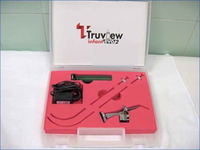 TrueView Infant evo2 nevű laringoszkóp - Gyermekek belföldön és külföldön történő gyógykezelésének támogatása, májtranszplantáció, gerincműtét, gyermek szívműtétek, különleges műtétek