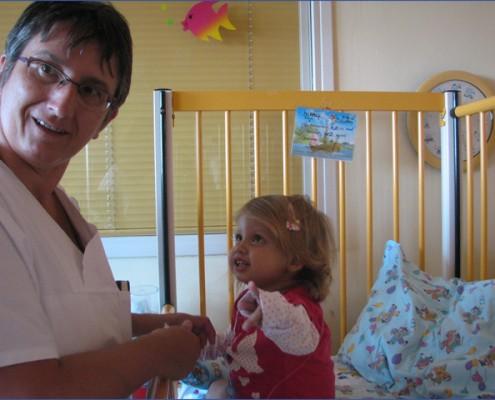 Gabi nővér - Adél - májtranszplantáció - Gyermekek belföldön és külföldön történő gyógykezelésének támogatása, májtranszplantáció, gerincműtét, gyermek szívműtétek, különleges műtétek