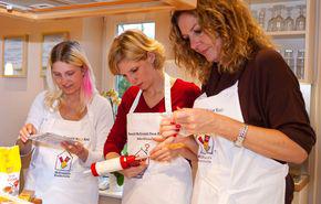 Ronald_McDH_Kiel_készül-a-karácsonyi-sütemény